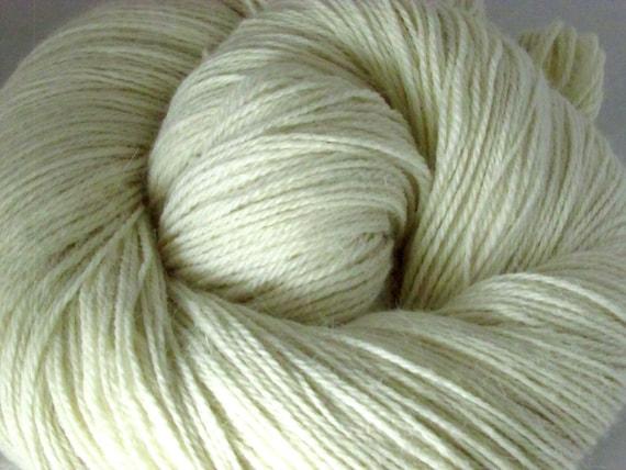 PT125 Undyed Superfine Alpaca Yarn