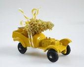 Vintage Tootsietoy Car, Dollhouse 2 inch Tootsie Toy Car