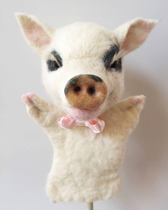 Títere de fieltro cerdo aguja
