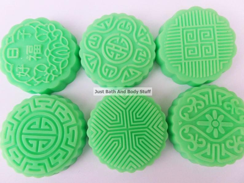 Pretty Patterns Soap Set of 6 Bars Novelty Round Shaped Soap image 0