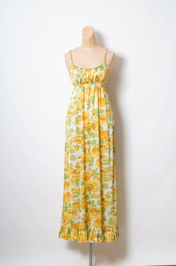 Vintage 50s 60s Vanity Fain Nightgowns Love / Yell