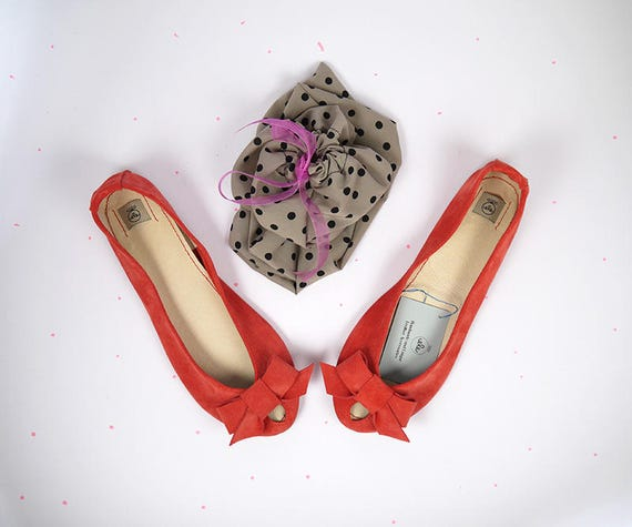 Rote Ballettschuhe. Leder Ballerinas. Rote Schuhe. Peep Toes. Brautschuhe. Geschenk für sie. Personalisiertes Geschenk. Handmade Schuhe. Elehandmade
