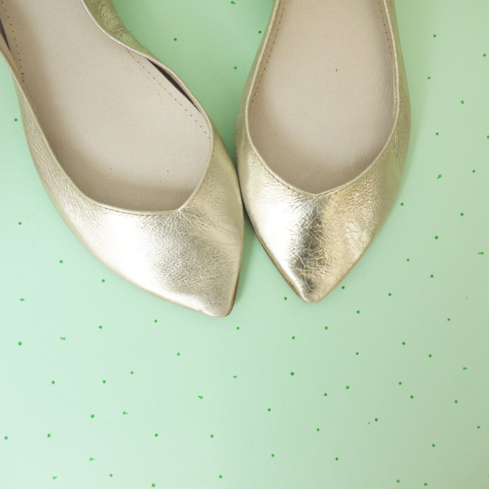 wedding shoes. bridal low heel shoes. pointy ballet flats. pointy shoes. leather ballerinas. flat shoes bride. bridesmaids gift.