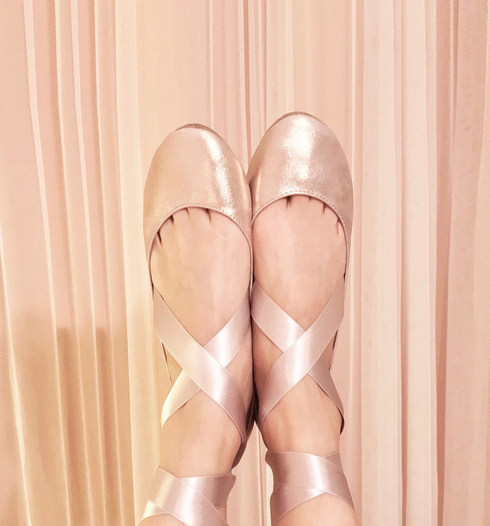 ballet flats with ribbon. rose gold bridal shoes. wedding shoes flats. rose gold wedding. brautschuhe. elehandmade shoes. scarpe