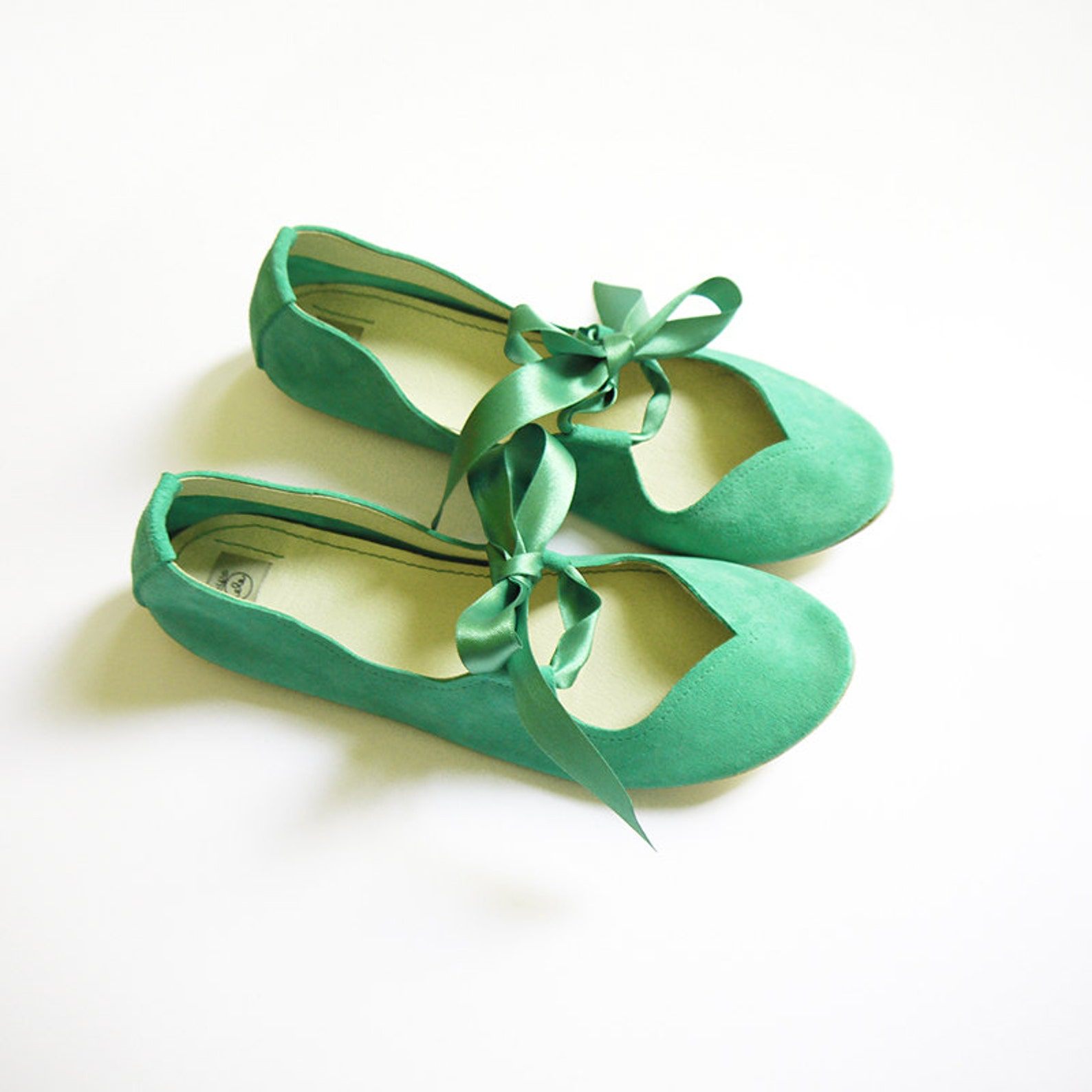 ballet flats with ribbon. brautschuhe. wedding ballet flats. mary jane shoes. bridal shoes. flat wedding shoes. low heel shoes.
