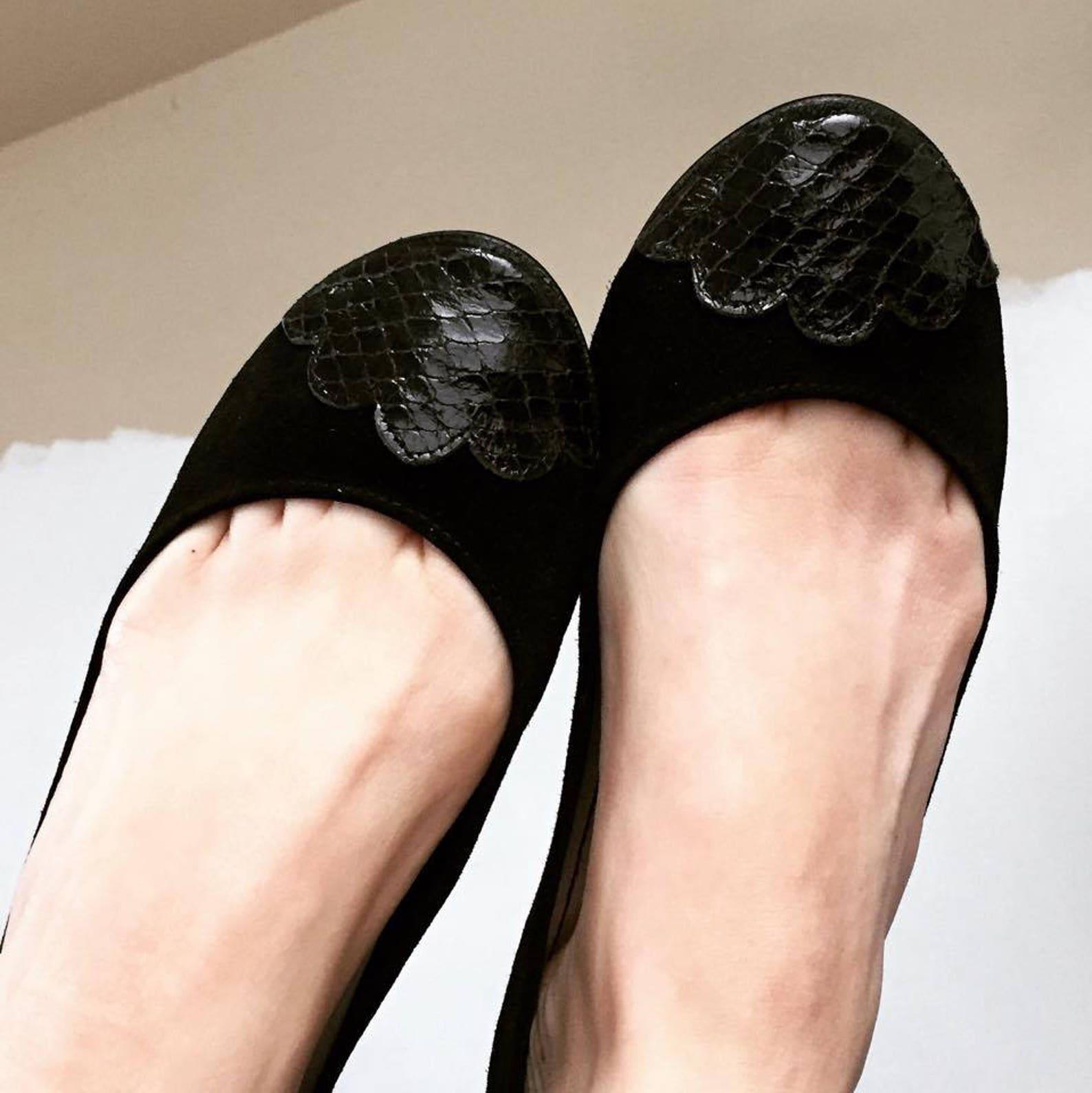 ballet flats shoes. black leather flats shoes. black handmade shoes. women flat shoes. snake scalloped toe ballerinas. comfortab
