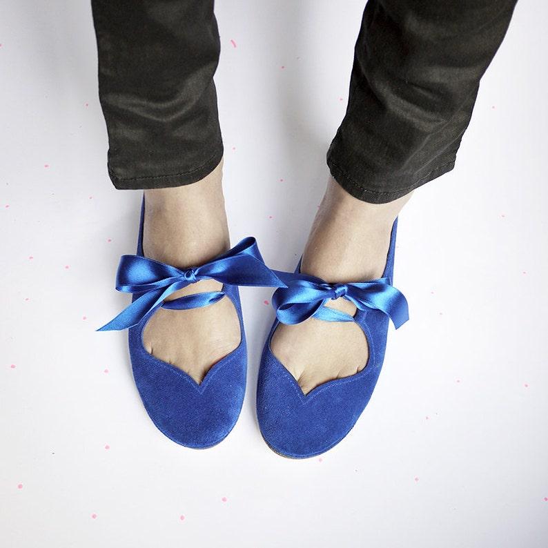 6515532f3bad97 Ballerinas mit Schleife. Königsblau-Ballerinas. Schuhe der