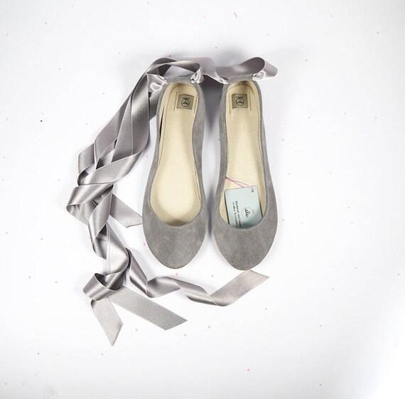 Hochzeit Ballerinas mit Satinband. Brautschuhe. Brautschuhe. Braut niedrigem Absatz Schuhe. Spitzenschuhe Stil. Italienisches Leder Ballerinas