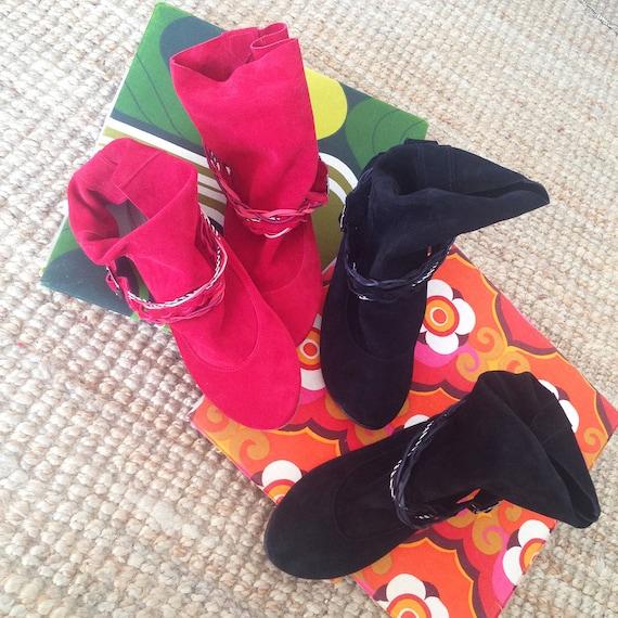 Schwarze Stiefeletten. Frauen schwarze Lederstiefel. Schwarze Boho Stiefel. Schwarze Booties. Italienisches Leder. Stammes Stiefeletten. Zigeuner