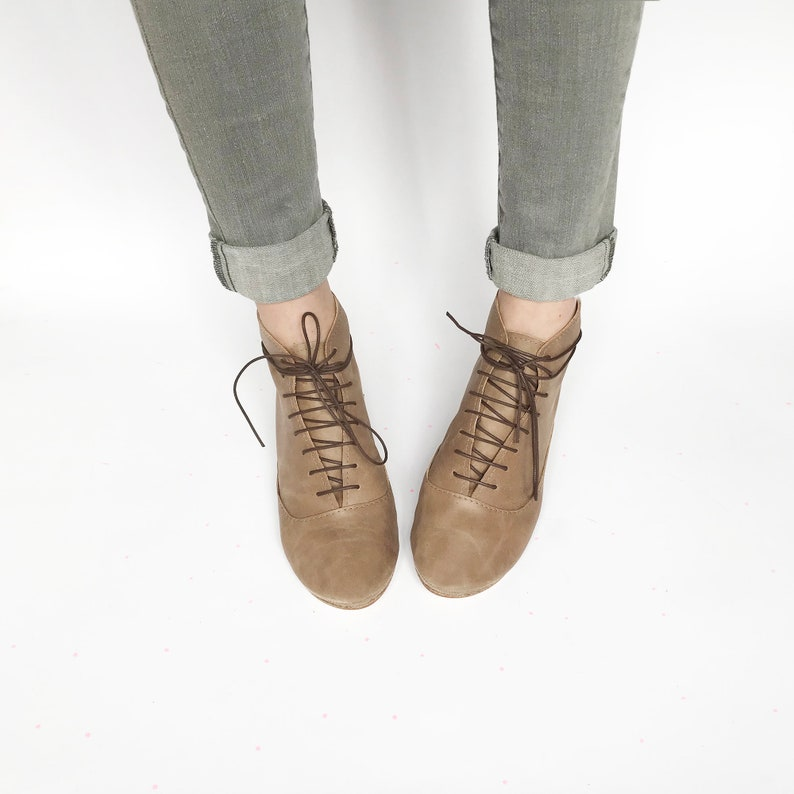 Elehandmade Shoes Women/'s Laced Stylish Low Heel Ankle Boots in Toffee Brown Soft Italian Leather