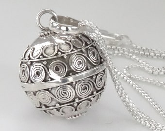 haninetrosty Baby Footprints Brilliant Pregnancy Chime Bola Pendant Harmony Ball Necklace 32 Long Chain for Mother Baby Jewelry
