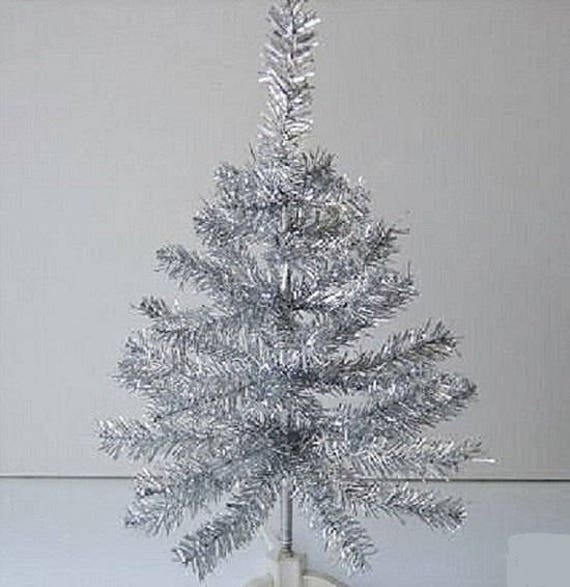 Retro Vintage Style Silver Aluminum Tinsel Tree Decoration Mid Century Christmas Table Top Feather Tree Ornament Shabby Chic Tree