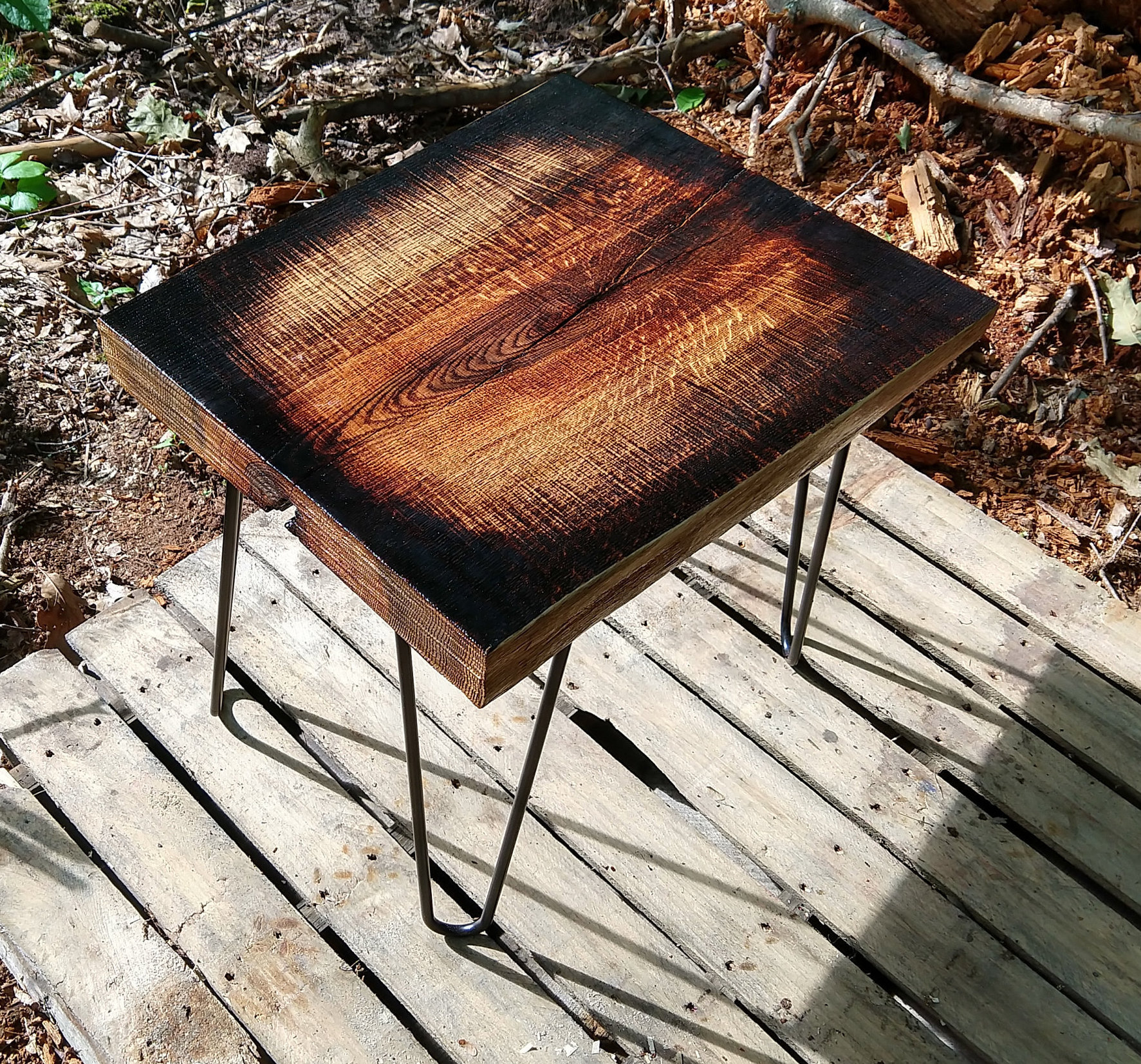 Superb Natural Wood End Table Rough Sawn Log Slab With Live Edge And Striking Burnt Accents Download Free Architecture Designs Licukmadebymaigaardcom