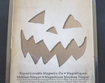 Mini Scary Jack-O-Lantern -Sizzix Movers & Shapers Magnetic Dies By Tim Holtz 4/Pkg