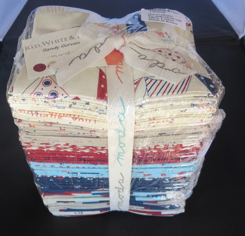 White And Free Fat Quarter Bundle Sandy Gervais Red