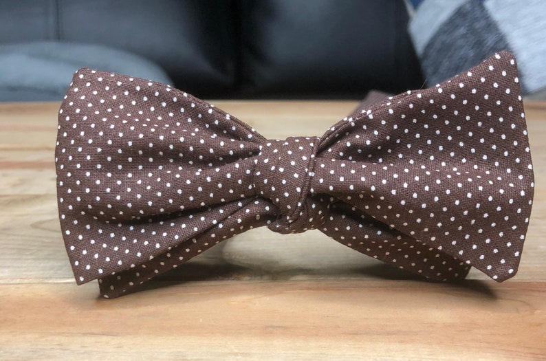 The Enzo Our coton bow tie in brown pin dot image 0
