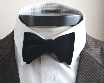 The George- Our velvet bowtie in black