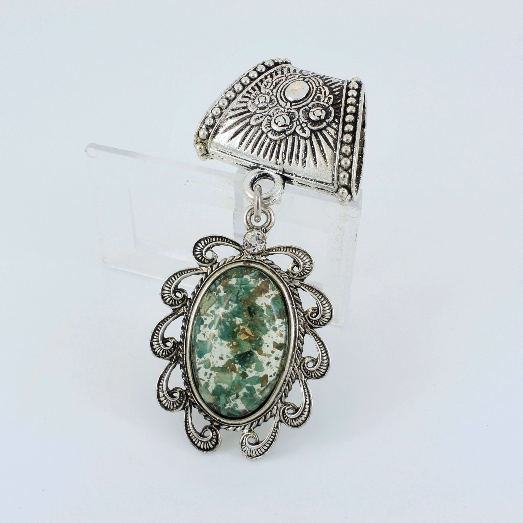 Green,Scarf,Pendant,~,Accessory~,Charm,Slide,Accessories,scarf_charm,scarf_accessory,scarf_pendant,scarf_jewelry,scarf_slide,scarf_bling,Green_scarf_slide,mossy_green_jewelry,resin_jewelry,Silver alloy slide,Resin set in silver,rhinestone,glue