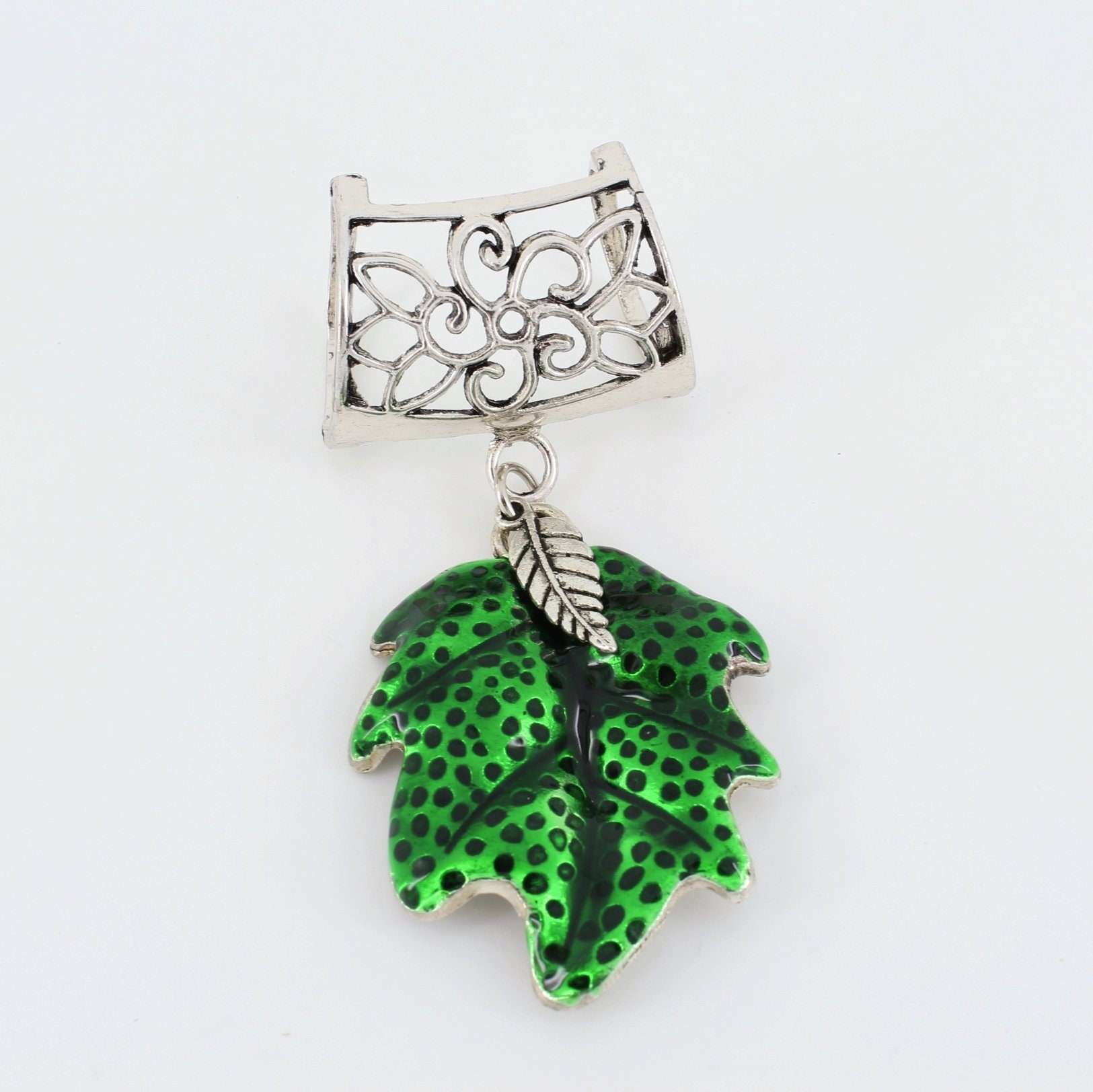 Green,Enameled,Leaf,Scarf,Pendant,~,Accessory~,Charm,Slide,Accessories,scarf_charm,scarf_accessory,scarf_pendant,scarf_jewelry,scarf_slide,scarf_bling,Green_scarf_slide,Green_Leaf_slide,Enameled_Leaf,Plant_jewelry,Silver alloy slide,Green enameled leaf,leaf charm,findings