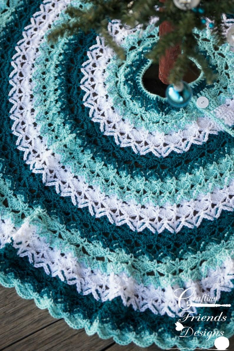 CROCHET PATTERN  Beautifully Textured Christmas Tree Skirt image 0