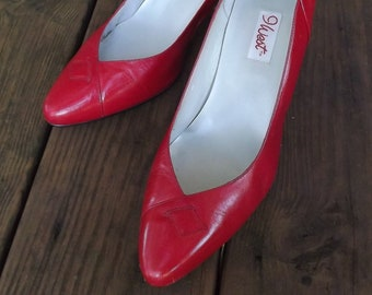 Red Spike Heel Shoes, Womens Red Shoes, Red Pumps, Sexy Shoes, Vintage 1980s Shoes, Red Leather Shoes, Nine West Shoes, Size 8 US N Narrow