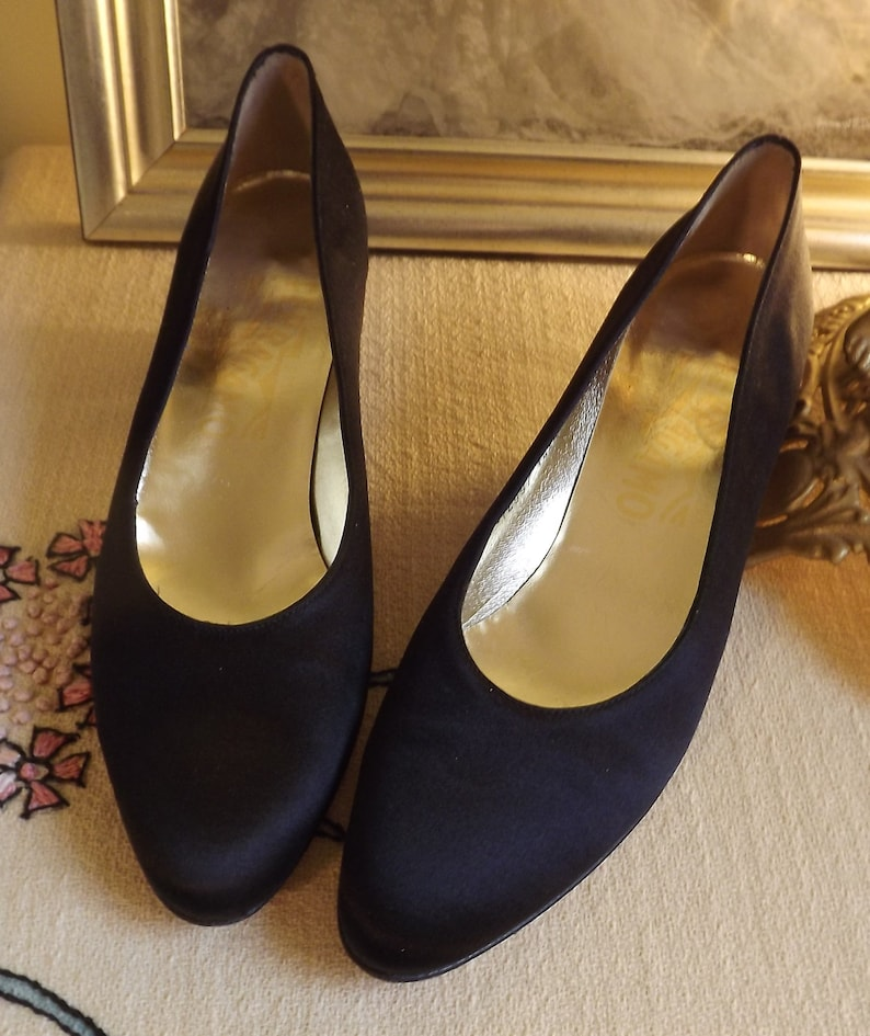 c319c99090e1 Black Pumps Black Wedding Shoe Black Low Heel Shoe