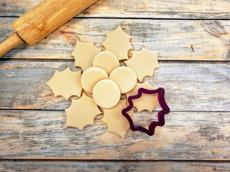 Holly Leaf Cookie Cutter circle not included and Fondant image 0