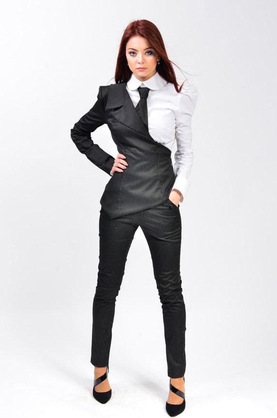 meilleure valeur dernière vente homme Tailleur femme avec jupe et chemise, veste de Blazer une manche asymétrique  | Tabitha