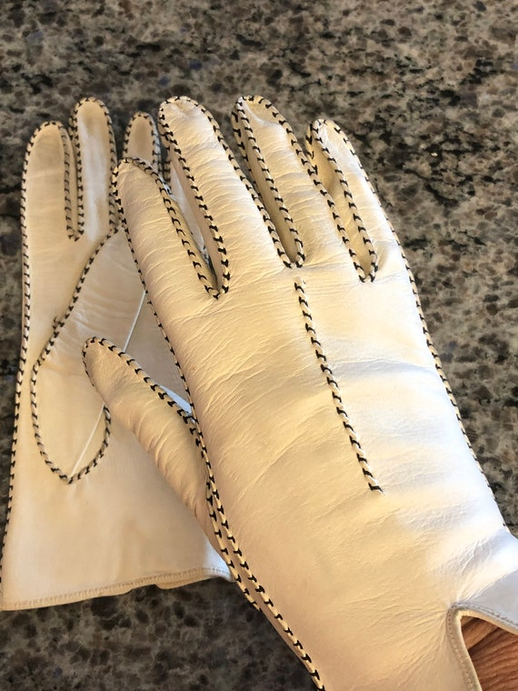 Vintage Women's Off White Kid Leather Gloves with