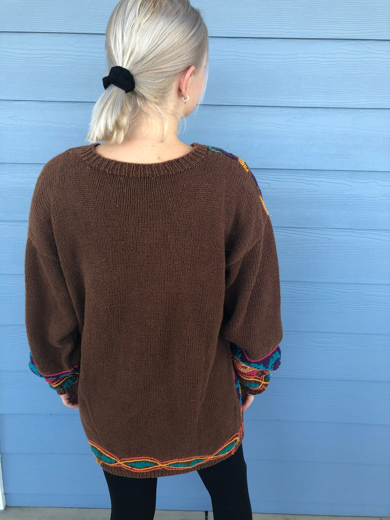 1980/'s oversized sweater Vintage Jacque /& Koko Oversized Brown Sweater with Bold Geometric Print and Gold Metallic Thread Size 18-20