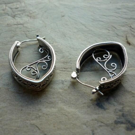 Silver Hoop Earrings Silver Filigree Earrings Sterling Silver Earrings Filigree Earrings Ethnic Earrings Statement Earrings EF371