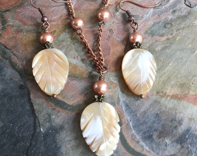 Mother of Pearl Necklace and Earring SET in Copper, Mother of Pearl Carved  Leaf Necklace, Earthy Mother of Pearl  Stone Jewelry