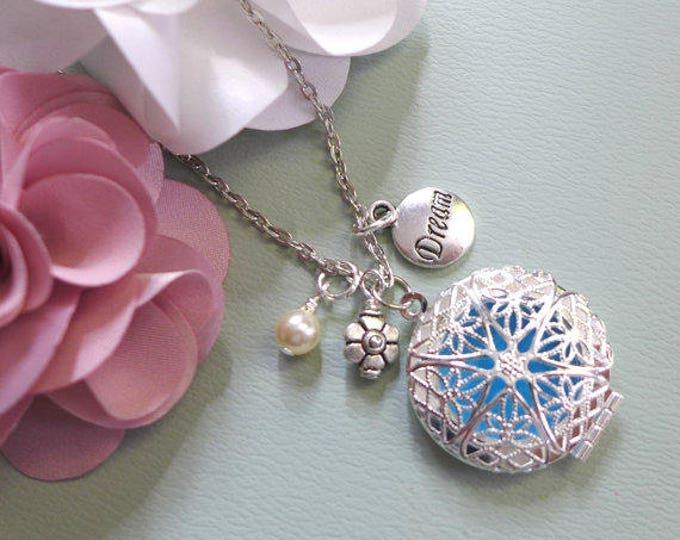 Silver Aromatherapy Necklace with Dream Charm, Essential Oil Diffuser Locket Pendant Necklace,Flower & Pearl Silver Locket Pendant Necklace