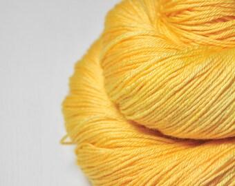 Sunny summer day - Merino / Silk Fingering Yarn Superwash - Hand Dyed Yarn - handgefärbte Wolle - DyeForYarn