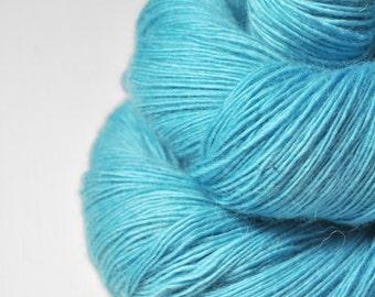 Melting blue glacier - Merino / Baby Camel Fingering Yarn - Hand Dyed Yarn - Wolle handgefärbt - DyeForYarn