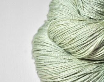 Fading ghost of a leaf OOAK - Merino / Silk Fingering Yarn Superwash - Hand Dyed Yarn - handgefärbte Wolle - DyeForYarn