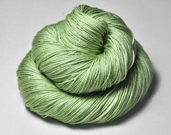 Mashed apple - Merino / Silk Fingering Yarn Superwash - Hand Dyed Yarn - handgefärbte Wolle - DyeForYarn