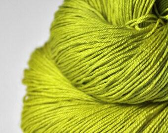 Drunken acorn bloom - Merino / Silk Fingering Yarn Superwash - Hand Dyed Yarn - handgefärbte Wolle - DyeForYarn