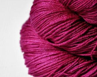Aged venomous heart - Merino / Silk Fingering Yarn Superwash - Hand Dyed Yarn - handgefärbte Wolle - DyeForYarn