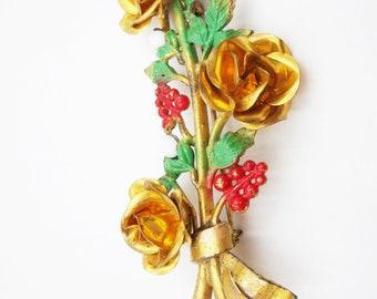 5414a8f3881 Enamel flower brooch, circa 1940, gold roses