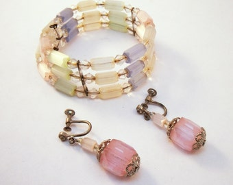 Pastel satin glass memory wire bracelet and earring set.