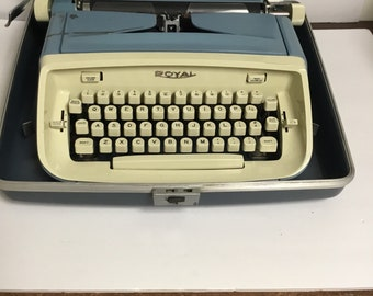 Vintage Royal Typewriter Safari model Blue with case