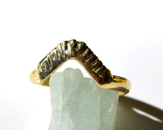Artemisia //  Carved Arch Stacking Solid Ring