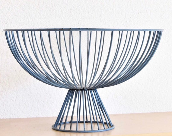 large blue metal wire fruit bowl on a pedestal / kitchen food storage container