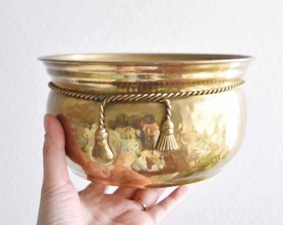 gorgeous vintage hollywood regency hammered brass flower pot / planter ribbon tie