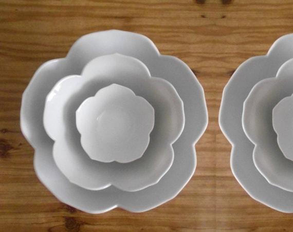 LARGE vintage nesting white lotus flower bowls // set of 3