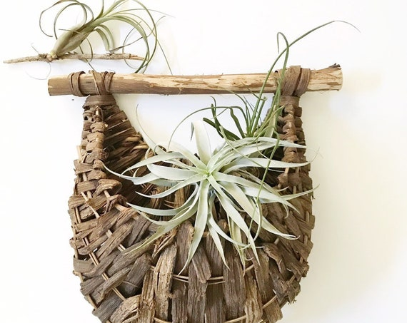 farmhouse style wicker woven wall hanging basket with pocket / flower pot planter