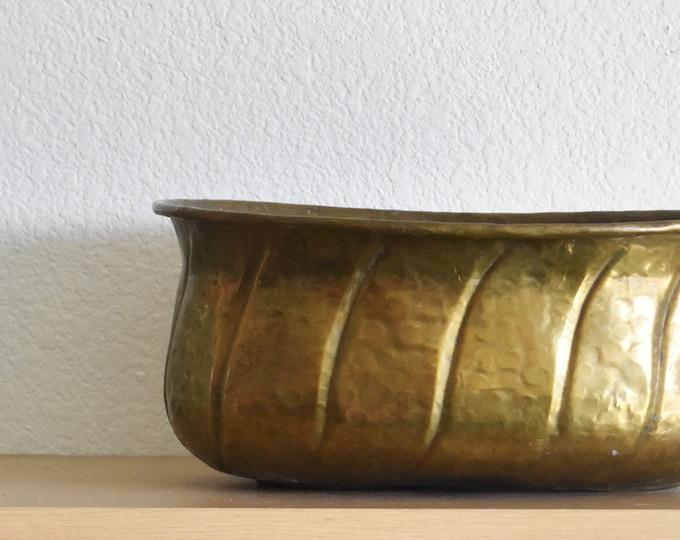 large oval hammered brass planter with handles / hollywood regency flower pot / indoor gardening