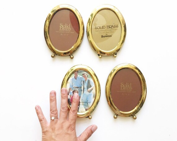 single small vintage standing brass oval picture frame / 3.5 x 5