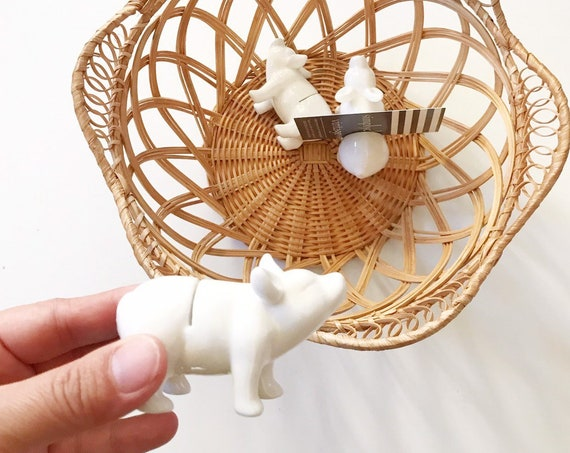 white ceramic piggy pig figurne note business card holder / table display / 1 piglet